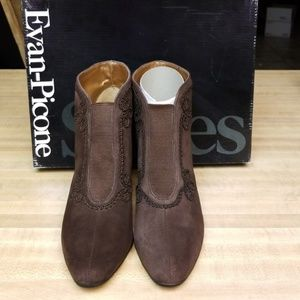 Evan Picone Ankles Boots  Size 6M NWOT